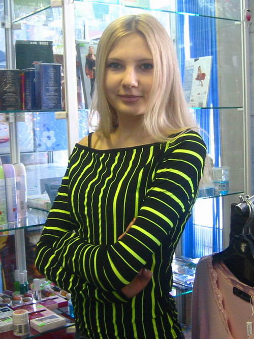 shop_girl1a.jpg