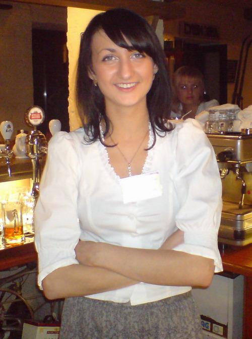 waitress_r.jpg