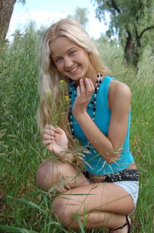 russian-women-maschas-giggle_r.jpg