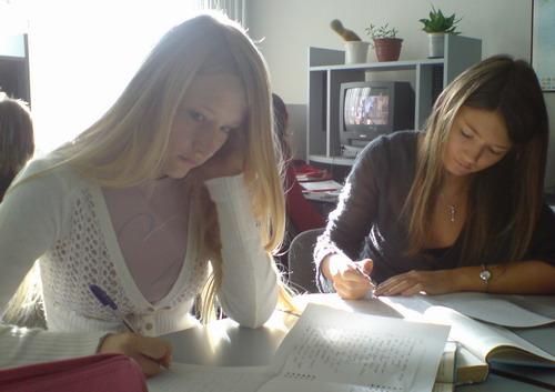 russian-women-studying1.jpg