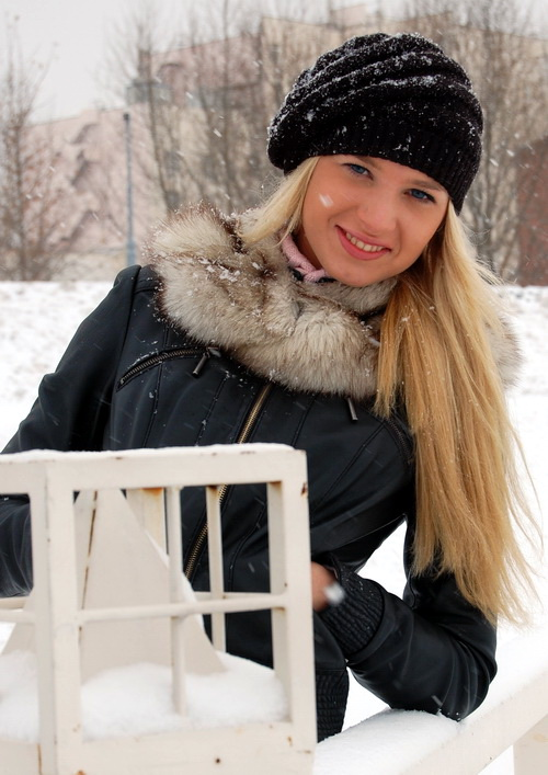 russian-women-lena-snow-girl-3