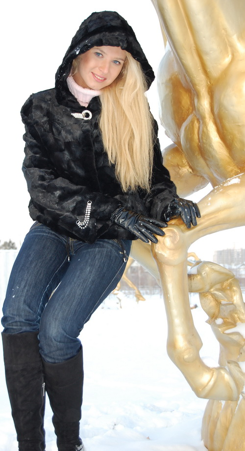 russian-women-lena-snow-girl-8